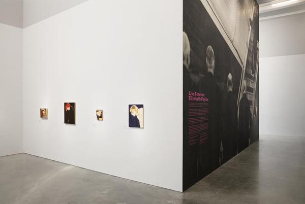 """Fotografía de la exposición """"Live Forever: Elizabeth Peyton"""""""