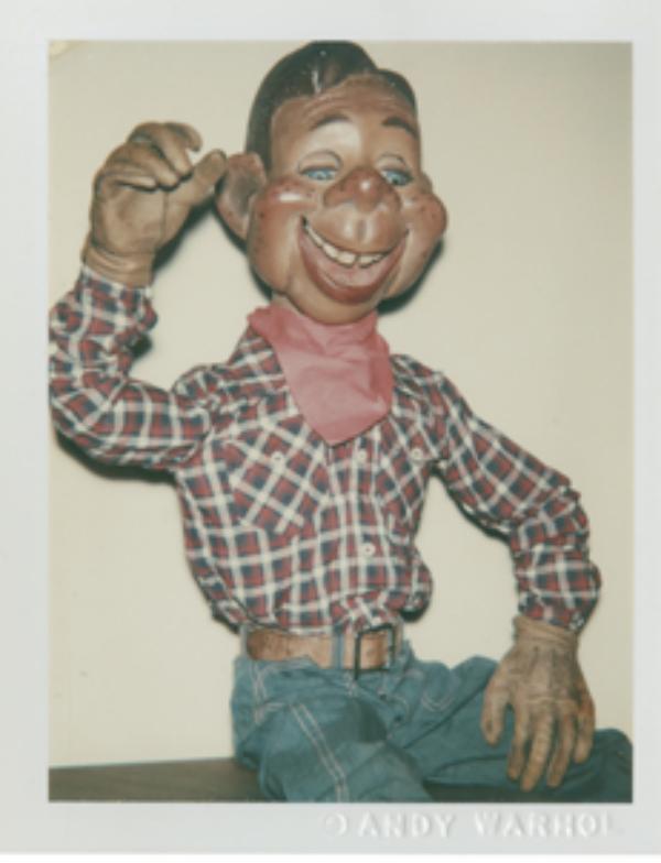 """Fotografía """"Howdy Doody"""" (1980, Fotografía Polaroid, 10.8 x 8.6 cm), tomada por Andy Warhol."""